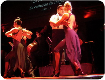 Buenos-Aires-Tango-World-Champions-are dancing-at-El-Querandi-Tango-Show